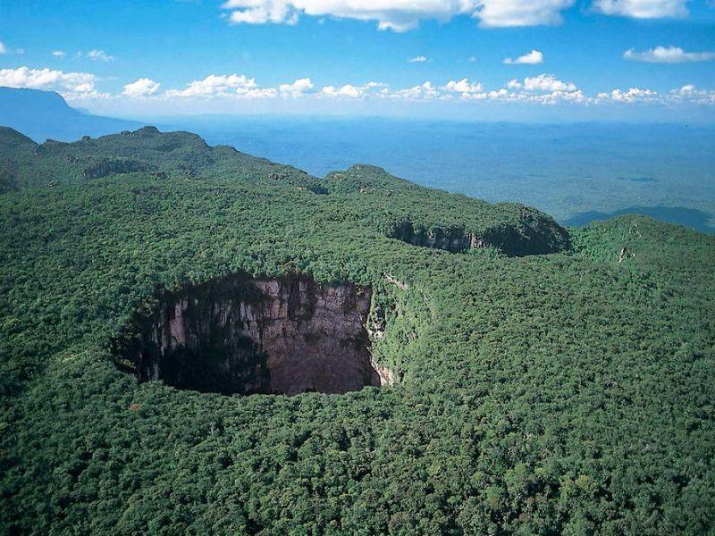 провал скала лес