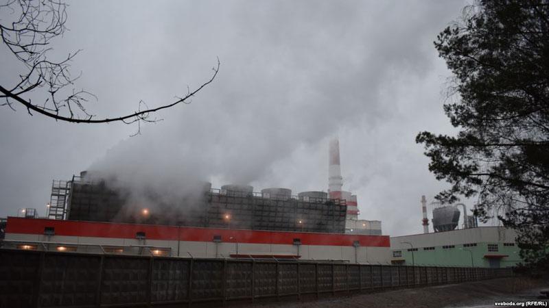 Cмрад от завода около Светлогорска: люди жалуются на приступы удушья и кровь из носа.