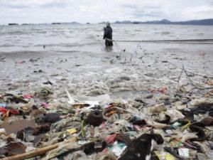 Во власти пластика: «райские острова» Индонезии задыхаются от мусора