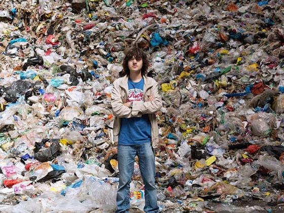 свалка мусор человек