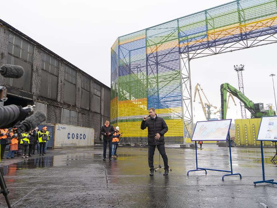 В Мурманском порту установили конструкцию для защиты города от угольной пыли