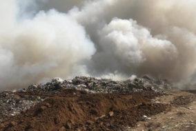 Завоз мусора приостановлен на загоревшийся в Саратовской области полигон