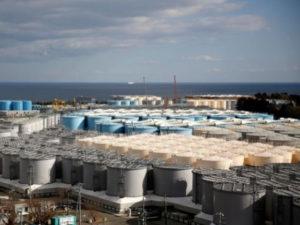 """Радиоактивную воду с АЭС """"Фукусима"""" хотят слить в океан"""