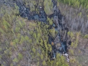 На нефтепроводе ООО «Иреляхское» продолжают устранять разлив нефти