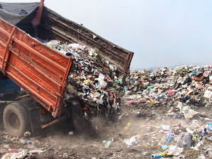Представители администрации Ленобласти рассказали о мусорном полигоне в городе Кингисепп