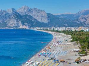Знаменитый пляж в Анталье подвергается усиленной эрозии
