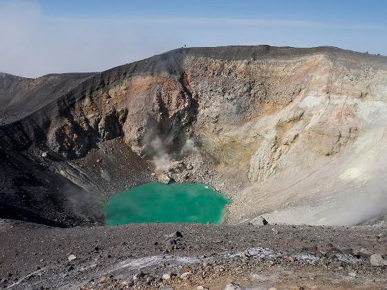Вулкан Эбеко на Курилах выбросил пепел на высоту 1,7 км