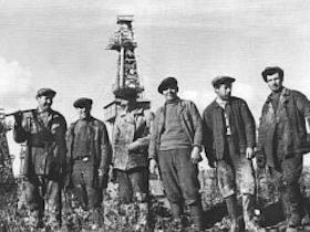 Нефтяники Сахалина - фронту: «Больше нефти для наших боевых кораблей, танков и самолетов!»