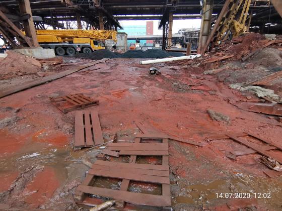 Инспекторы Росприроднадзора работают на месте аварии на территории Надеждинского металлургического завода