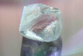 На месторождении имени Ломоносова добыли уникальный алмаз